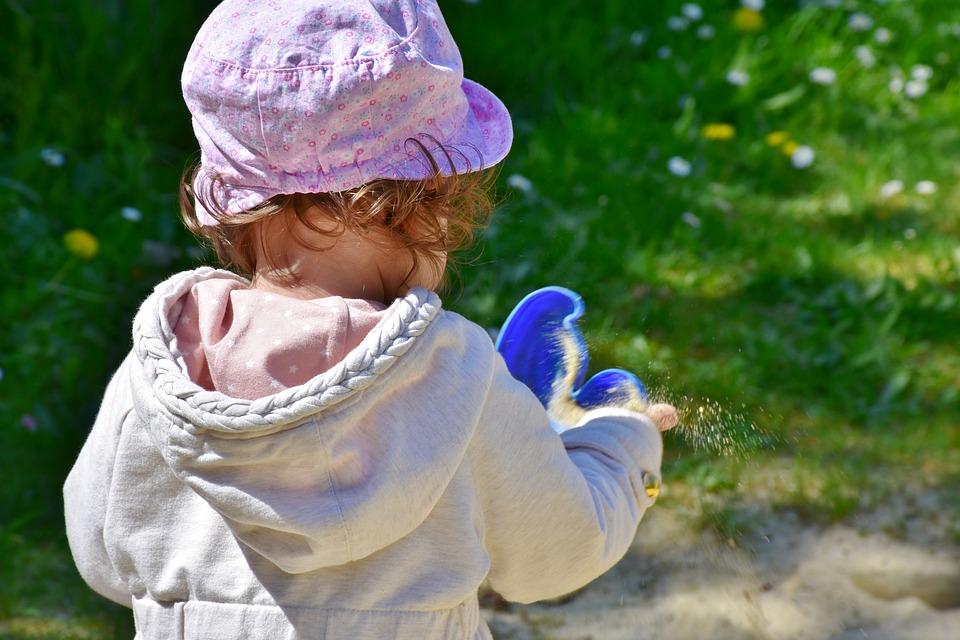 5 juegos para disfrutar en familia en los jardines del camping