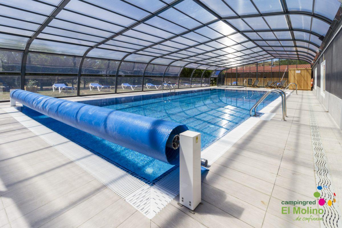 Una piscina spa renovadora en medio de la naturaleza