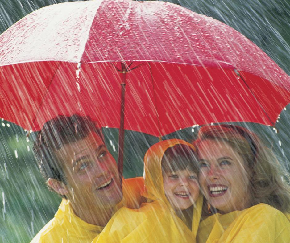 Juegos para entretener a los niños en un día lluvioso de camping
